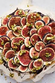 Cinnamon pavlova and fresh figs