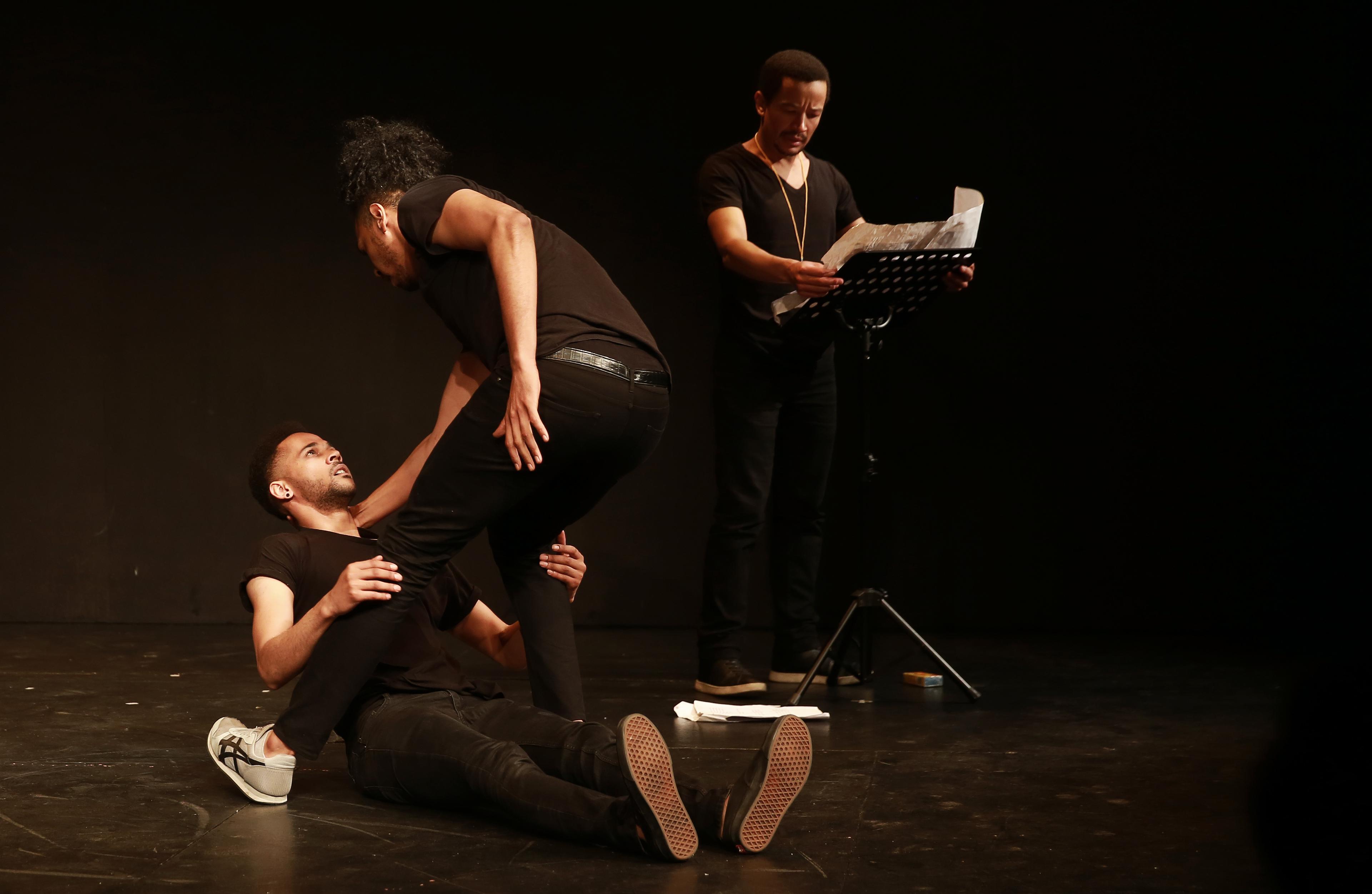 KKNK Karatara Shaun Oelf (sitting), Grant van Ster (looming) and Dean Balie as narrator